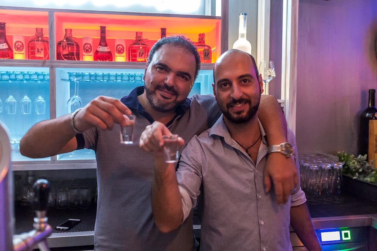 Nur Einmal Leben Die Griechische Taverne In Milbertshofen